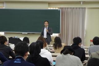 「ベンチャー企業論」で深井隆司氏による特別講義