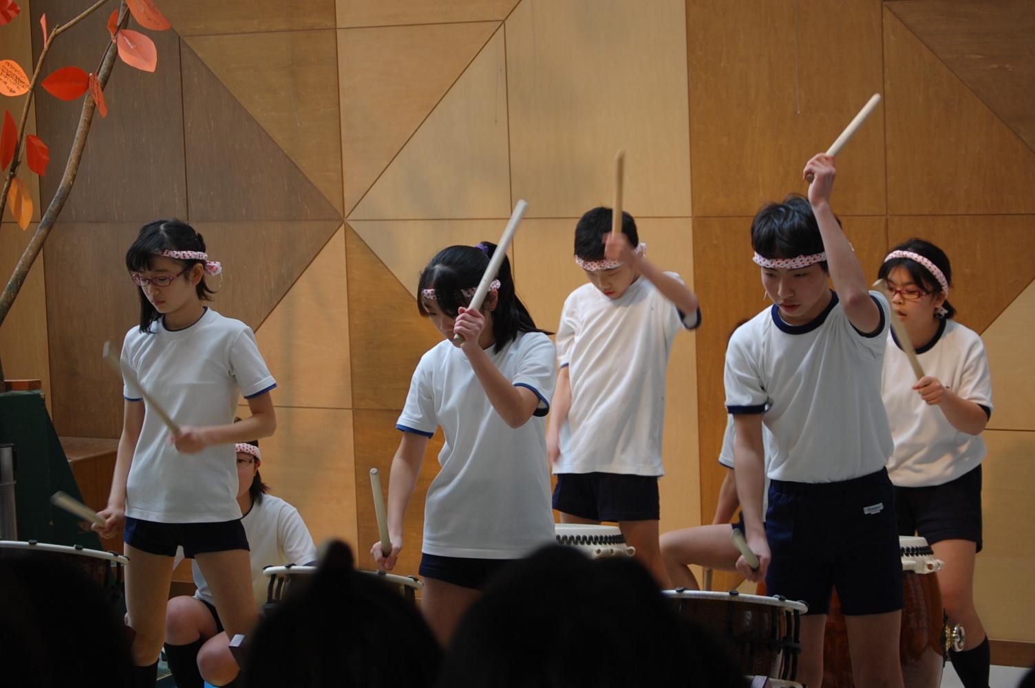 6年2組和太鼓演奏~清流登り打ち : デイリースナップで見る学びのポイント - 岐阜聖徳学園大学附属小学校