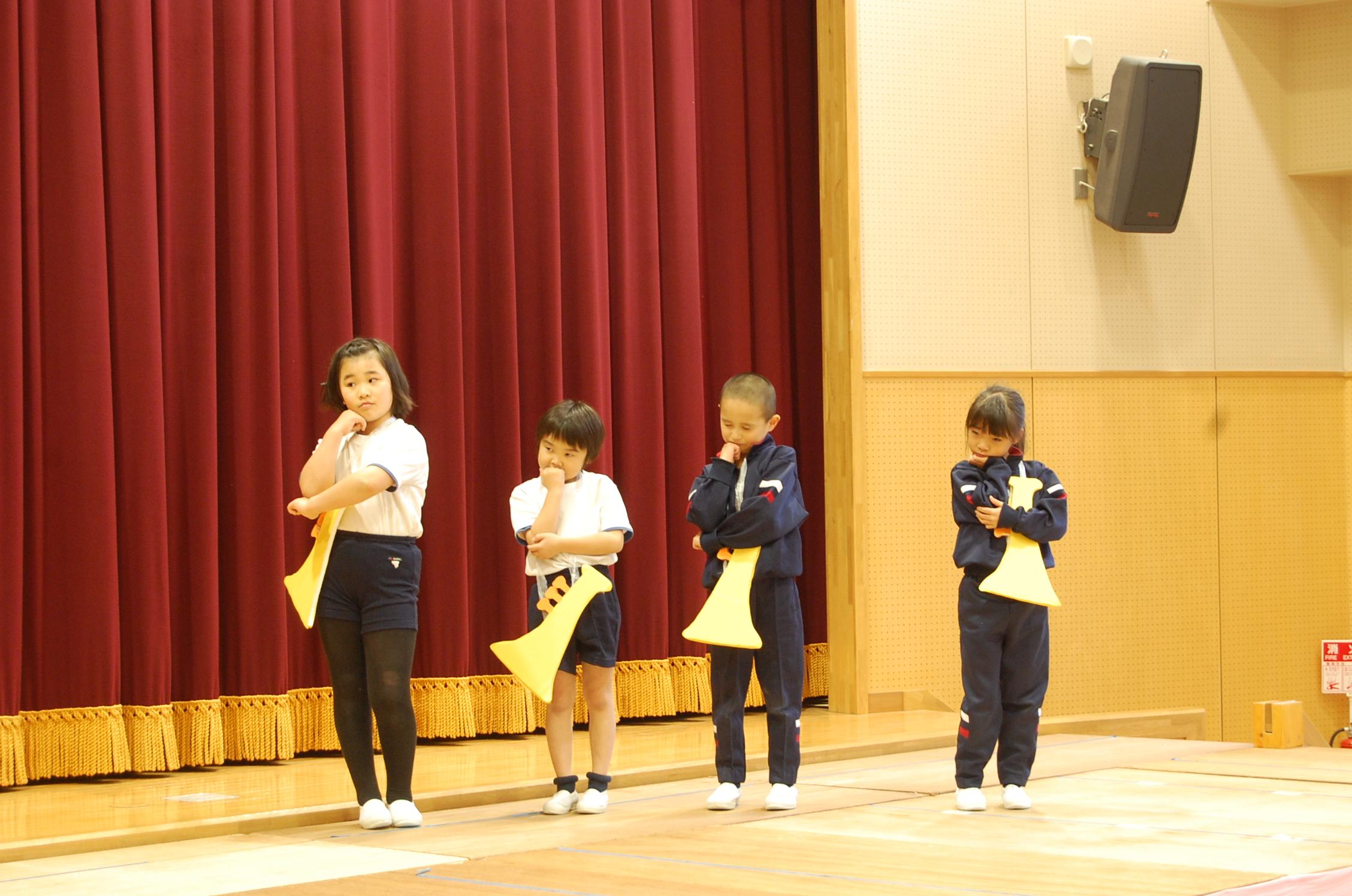 英語劇練習 : デイリースナップで見る学びのポイント - 岐阜聖徳学園大学附属小学校