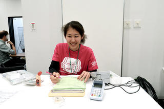 JALT (全国語学教育学会・第45回年次国際大会教材展示会)に本学学生がインターンとして参加しました
