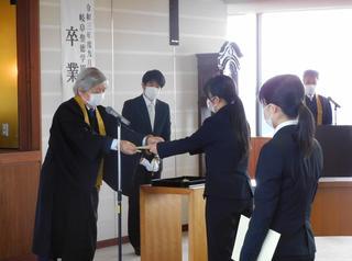 令和3年度9月卒業式が挙行されました。