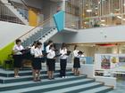 大学合唱部が昼休みに「ミニ・コンサート」を行ってくれました!