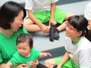 1年生「赤ちゃん先生」に学ぶ。