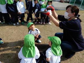 チューリップの球根植え(年少・年中)