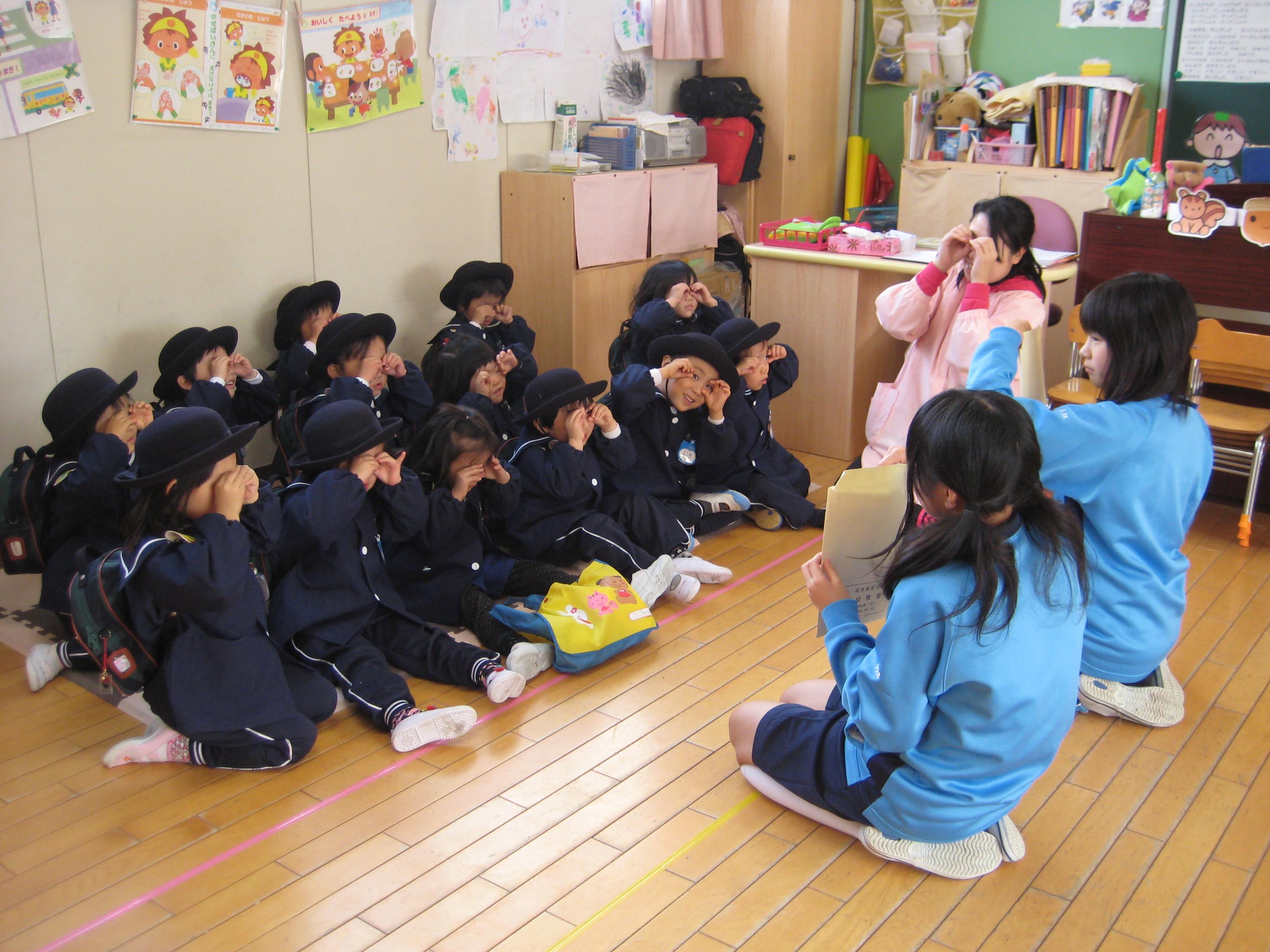 中学生の職場体験 : デイリースナップで見る学びのポイント - 岐阜聖徳学園大学附属幼稚園