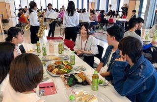 外国語学部1年生「Welcome Party」が開催されました