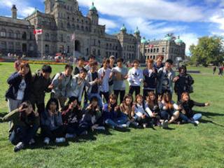 平成28年度「フレッシュ海外体験プログラム」を終え、外国語学部1年生50名が無事帰国しました。