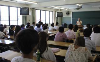 外国語学部「フレッシュ海外体験プログラム」の壮行会が行われました!