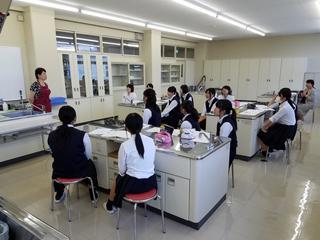 岐阜各務野高等学校福祉科の皆さんによる「一日大学体験」が行われました。