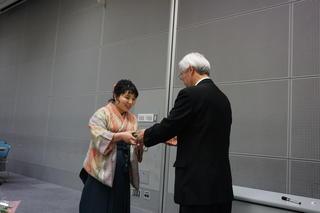 短期大学部長賞など授賞式が行われました。